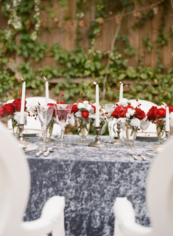 red-white-christmas-table