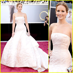 jennifer-lawrence-oscars-2013-red-carpet-1