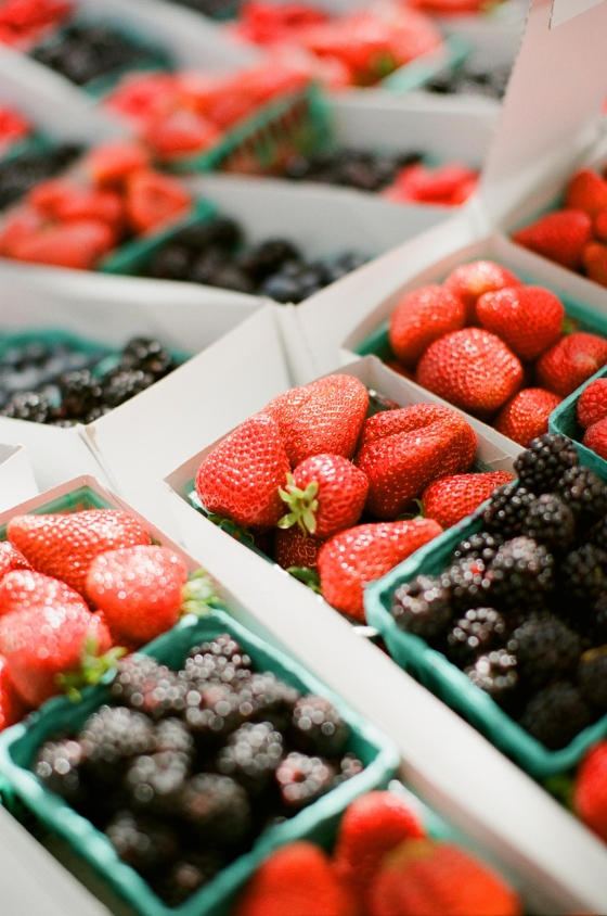 farmers_market_berries